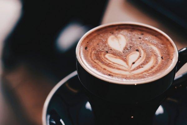 Gőzölgő, finom forró csokoládé