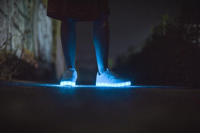 Világító cipő