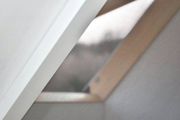 tetőtér ablak szúnyogháló